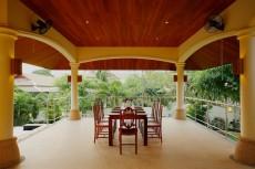 Villa 2 - Poolside Dining